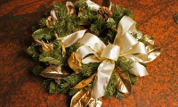 Thumbnail image for Making your own bow and decorating a Christmas tree with ribbon